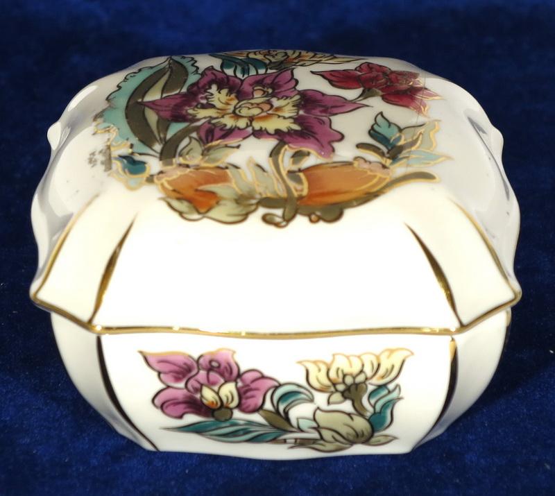 e5f4d054a7 29, Zsolnay porcelán bonbonier.